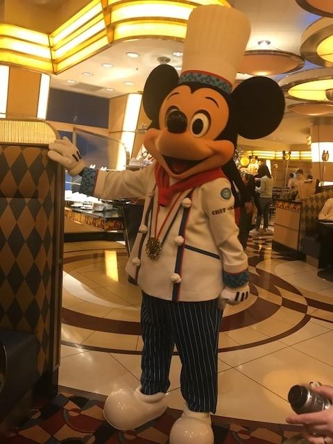 シェフ・ミッキーでミッキーと遊びながらディナー!ディズニーランド来たなら絶対おすすめ!ディズニーキャラクターと写真も撮れる!